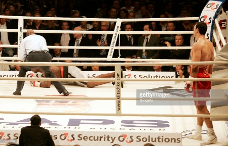 Wladimir Klitschko knocks Ray Austin (Getty Images)