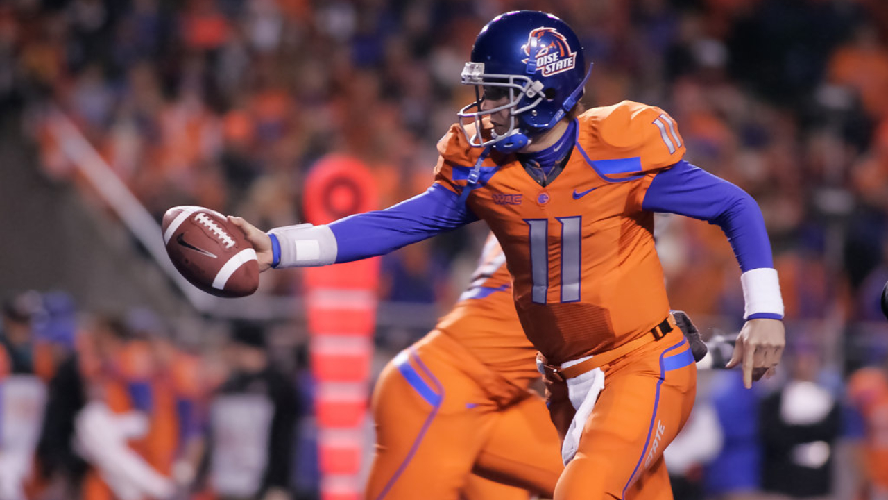 Boise State Broncos quarterback Kellen Moore hands off the ball against the Fresno State Bulldogs