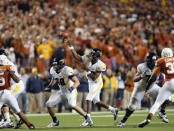 Geno Smith making a pass against the Texas Longhorns (Getty Images)