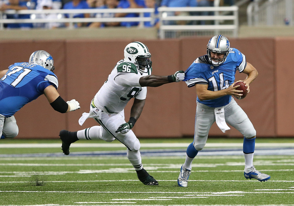 Detroit Lions quarterback Shaun Hill escapes the grab of Muhammad Wilkerson against the Detroit Lions