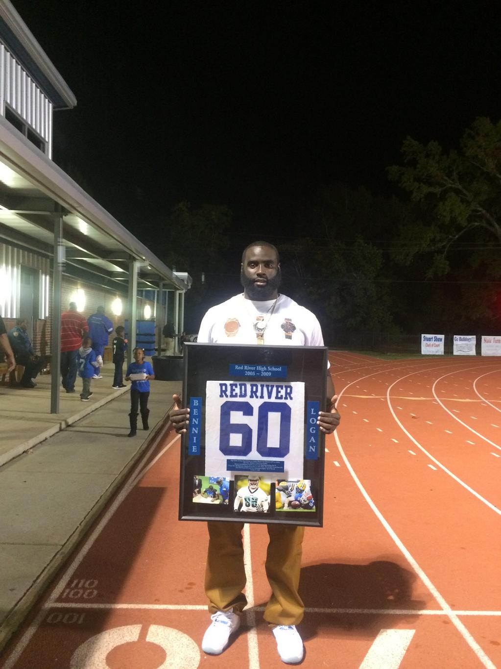 Eagles NT Bennie Logan has his jersey retired during the bye week ...