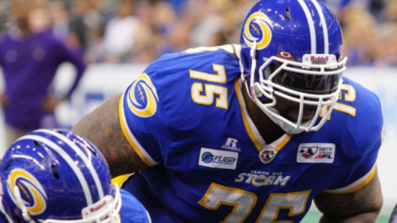 Mario Henderson has re-signed with the Tampa Bay for the 2015 season