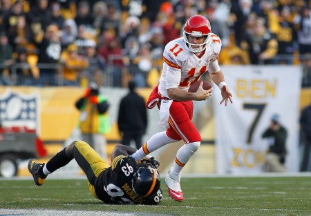Jason Worilds is seen here attempting to tackle Kansas City Chiefs quarterback Alex Smith (Getty Images)