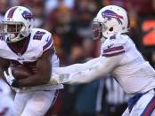 Buffalo Bills running back LeSean McCoy receiving a half off from Tyrod Taylor against the Washington Redskins
