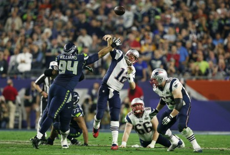 Kevin Williams pressures New England Patriots quarterback Tom Brady during the fourth quarter of Super Bowl XLIX (Getty Images)