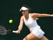 Tennis player Gabriella Taylor with the forehand against Morgan Coppoc at Wimbledon