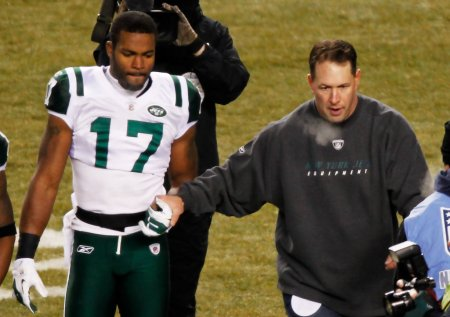 Jets honorary captain Dennis Byrd with Braylon Edwards during the 2011 AFC Championship game at Heinz Field (Getty Images)