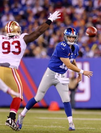 Ian Williams trying to tackle New York Giants quarterback Eli Manning (Getty Images)
