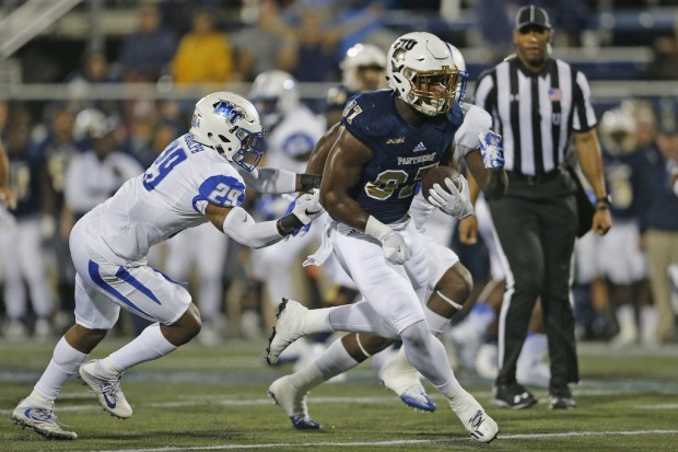 FIU Panthers tight end Jonnu Smith runs for a touchdown against the Middle Tennessee State Blue Raiders