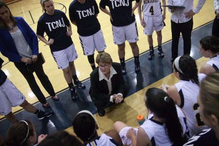 Dawn Henderson speaking to her players (Photo by TCNJ Sports Information Office)