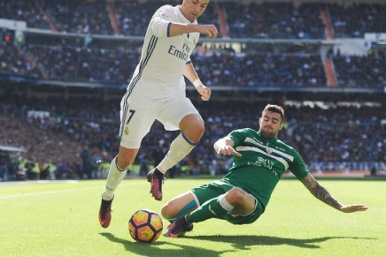 Ronaldo re-signs with RéalMadrid