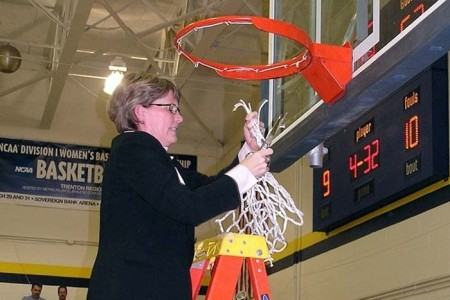 Dawn Henderson (Photo by the TCNJ Sports Information Office)