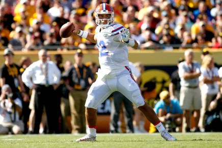 Gators dominate Hawkeyes in the Outback Bowl