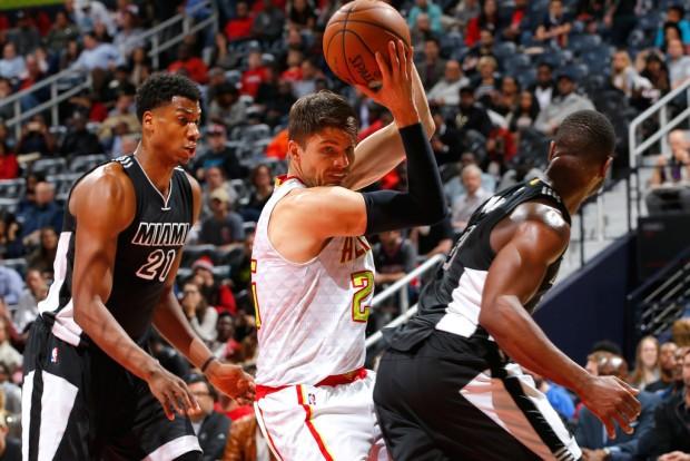 Atlanta Hawks sharpshooter Kyle Korver goes to the basket against the Miami Heat