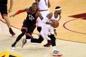 Cleveland Cavaliers guard Mo Williams gets past Toronto Raptors defender Delon Wright