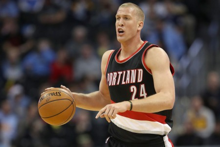 Mason Plumlee dribbling the ball (Getty Images)