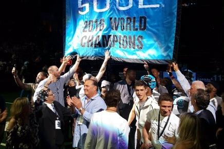 Soul raise the 2016 Championshipbanner