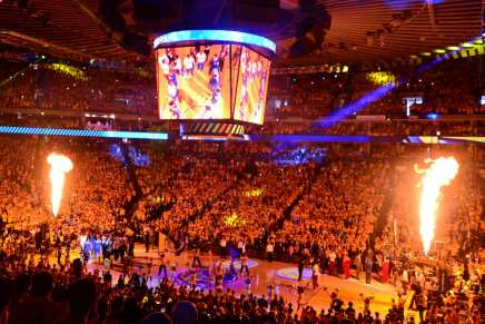 Warriors, Oracle Arena agree to new two-year lease