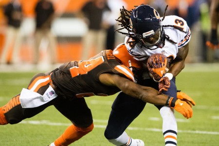 Cleveland Browns defensive back Ibraheim Campbell attempts to tackle Chicago Bears wide receiver Kevin White (Getty Images)