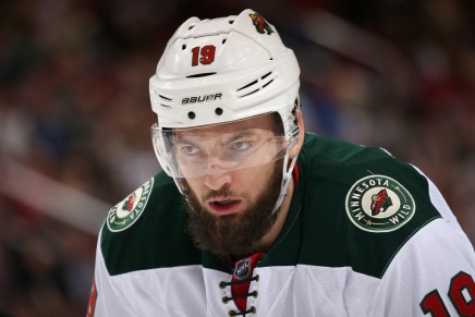 Hanzal signs with the Stars