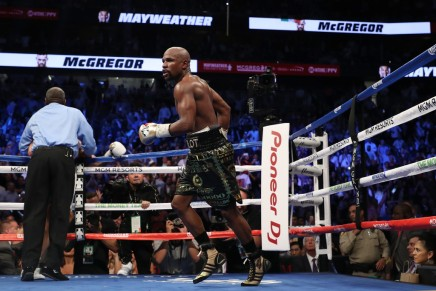 Mayweather Jr. knocks out McGregor