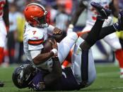 Baltimore Ravens linebacker C.J. Mosley tackling Cleveland Browns quarterback DeShone Kizer (Getty Images)