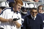 Mike McQueary talking to Joe Paterno (Getty Images)