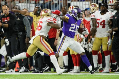 Reuben Foster trying to tackle Minnesota Vikings running back Latavious Murray (Getty Images)