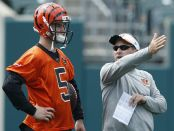 Ken Zampese talking to A.J. McCarron (Getty Images)