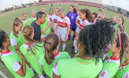 Diego Bocanegra talking to his team (Photo by the Houston Athletic Department)