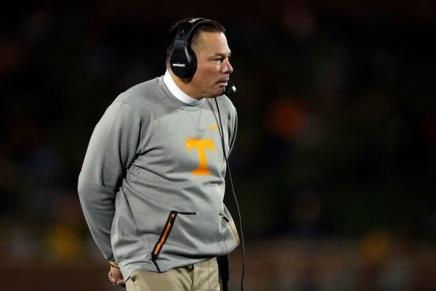 Tennessee fires head coach ButchJones