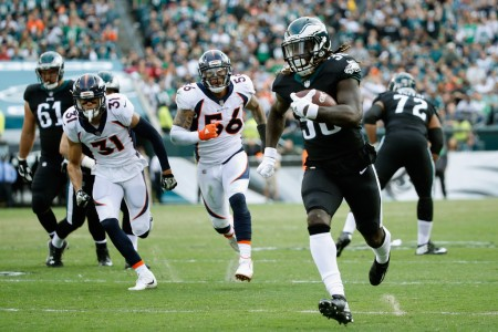 Philadelphia Eagles running back Jay Ajayi rushing the ball against the Denver Broncos (Getty Images)