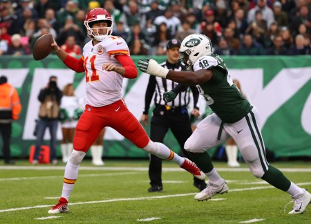 Kansas City Chiefs quarterback Alex Smith throwing a pass against the New York Jets (Getty Images)