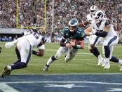 Philadelphia Eagles quarterback Carson Wentz scoring a touchdown (Getty Images)