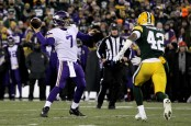 Minnesota Vikings quarterback Case Keenum throws a pass against the Green Bay Packers (Getty Images)