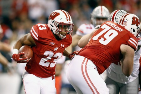 Wisconsin Badgers running back Jonathan Taylor rushing the ball against the Ohio State Buckeyes (Getty Images)