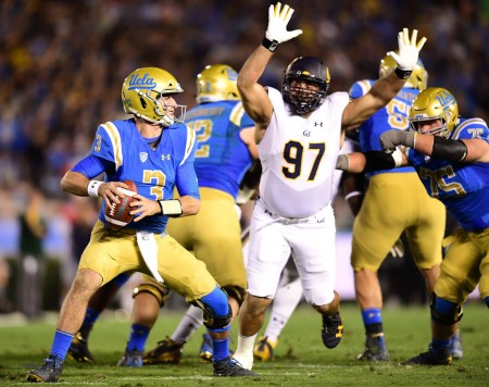 UCLA Bruins quarterback Josh Rosen playing against the California Bears (Getty Images)