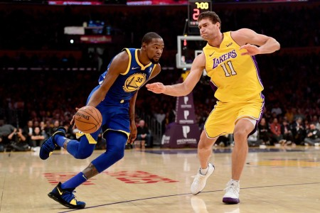 Golden State Warriors forward Kevin Durant going to the basket as Los Angeles Lakers center Brook Lopez attempts to defend him (Getty Images)