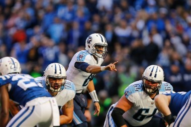 Mariota calling plays at the line against the Colts (Getty Image)