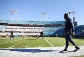Seattle Seahawks defensive end Michael Bennett walking the field prior to the Jacksonville Jaguars game (Getty Images)