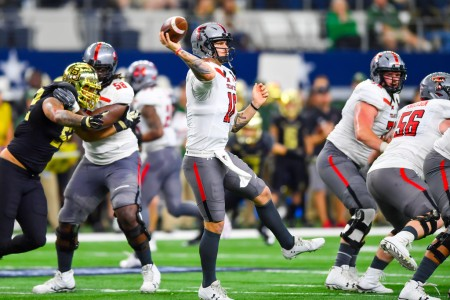 Texas Tech Red Raiders quarterback Nick Shimonek throwing a pass against the Baylor Bears (Getty Images)