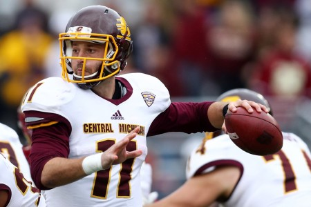 Central Michigan quarterback Shane Morris throwing a pass (Getty Images)