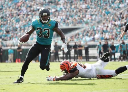 Cincinnati Bengals linebacker Vontaze Burfict attempts to tackle Jacksonville Jaguars running back Chris Ivory (Getty Images)