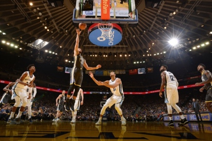 Curry scores season-high in Warriors win