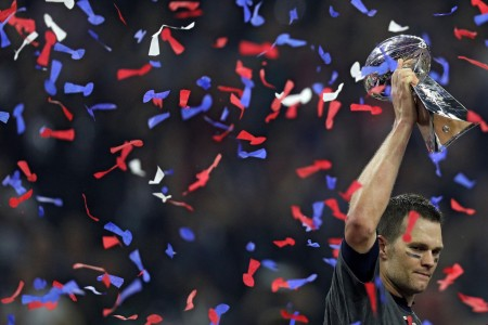 New England Patriots quarterback Tom Brady holding the Lombardi Trophy (Getty Images)