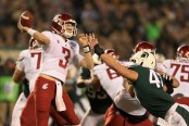 Washington State Cougars quarterback Tyler Hilinski throws a pass against the Michigan State Spartans (Getty Images)