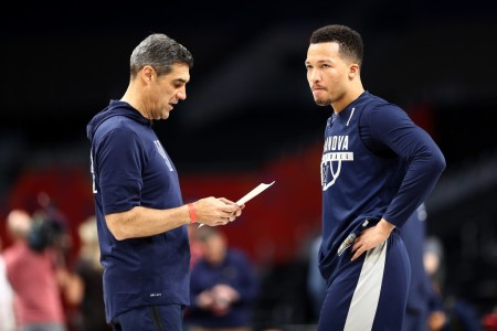 Jalen Brunson speaks to Villanova head coach Jay Wright during the Final Four practice (Getty Images)