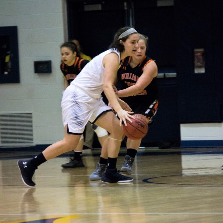 Jen Byrne driving to the basket (Photo by Asianna Hall)
