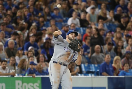 Mike Moustakas attempting to make a fielding play (Getty Images)