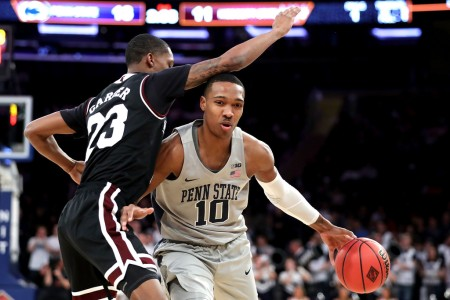Penn State Nittany Lions player Tony Carr is being guarded by Mississippi State Bulldogs player Tyson Carter (Getty Images)